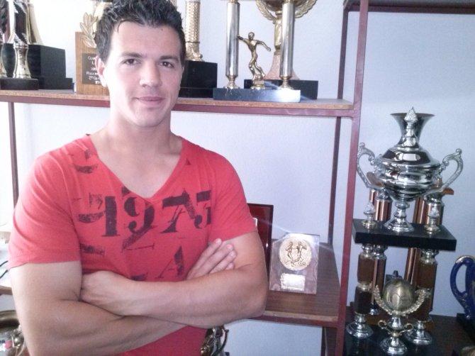 Juan De Lara seguirá un año más al frente del equipo técnico amarillo...