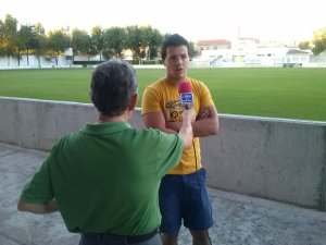 De Lara atendiendo a Chicote (TV La Mancha-Radio Surco)