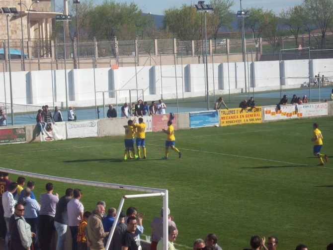 Celebración gol de Raúl ..