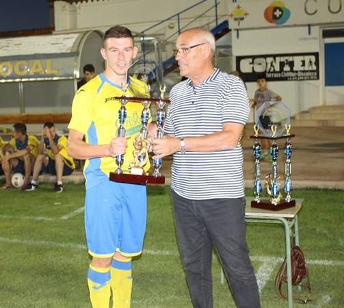 Juli,recogía el trofeo de Subcampeón para La Solana.